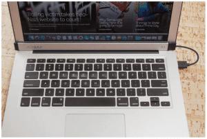 Air Bar khi được lắp hoàn chỉnh vào Macbook Air